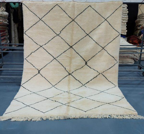 Moroccan Beni ouarain rug - Soft wool  9 ft x 6.5 ft