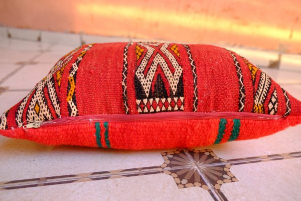Traditional moroccan Red puff